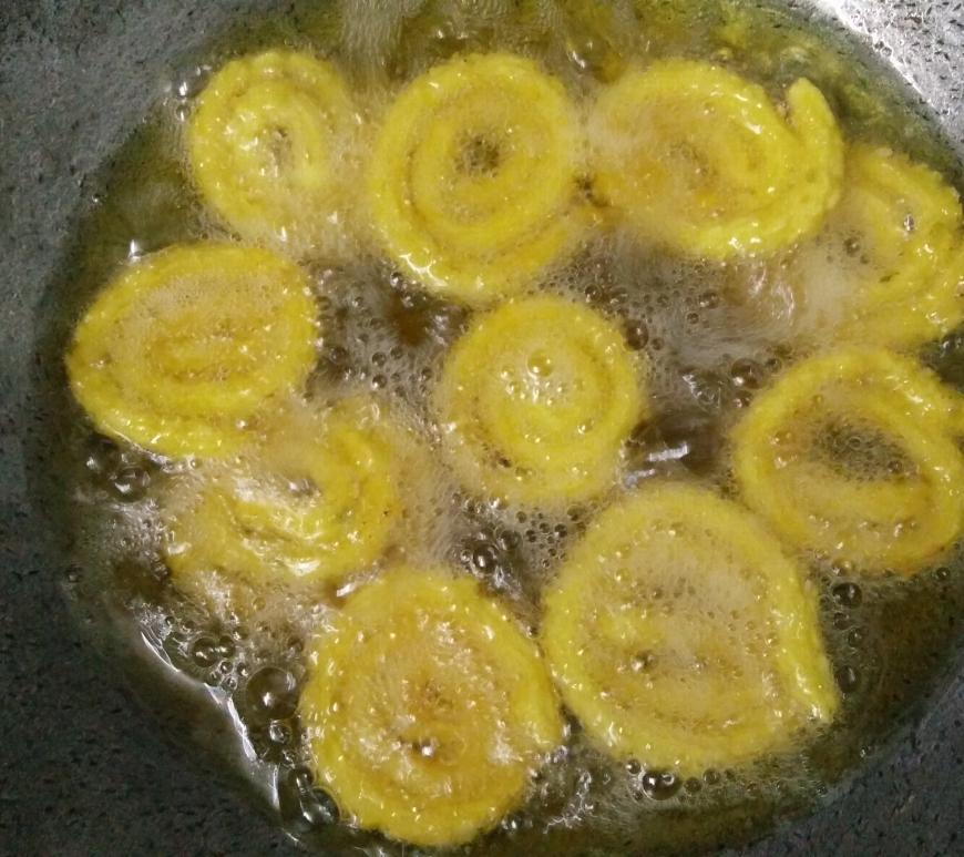 Frying Chakari